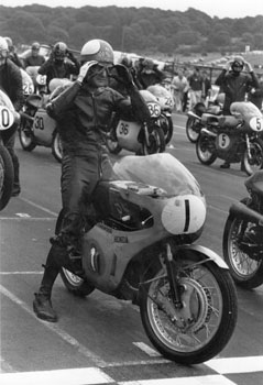 Mike Hailwood on the start line at Brands Hatch