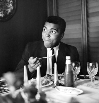 Muhammad Ali in Restaurant